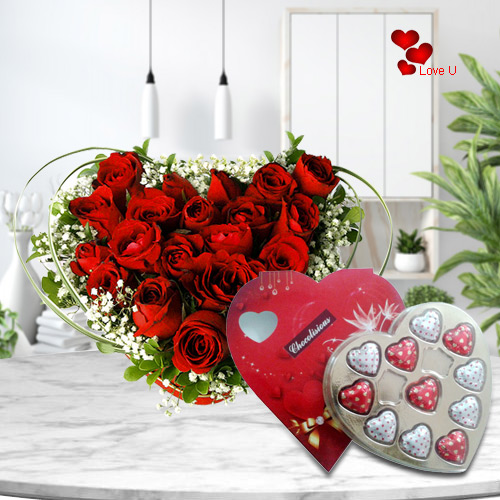 Deliver Online Heart Shape Red Roses with Chocolate Box for Rose Day