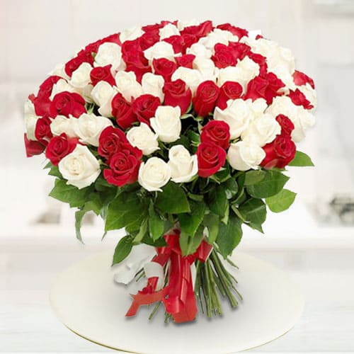 Online Gift Bouquet of Red N White Roses
