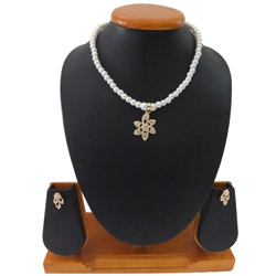 Appealing Necklace Set Beaded with White Pearls