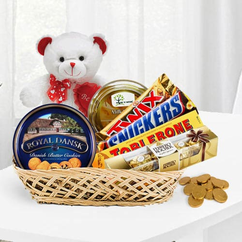 Yummy Cookies N Chocolate Gift Basket<br>